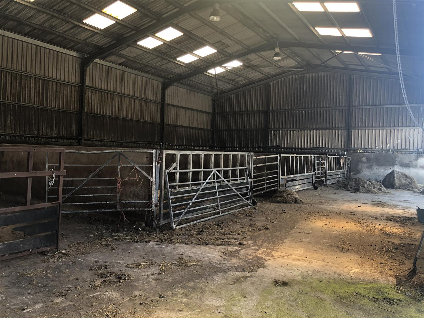STABLE BLOCK/LOOSE YARD